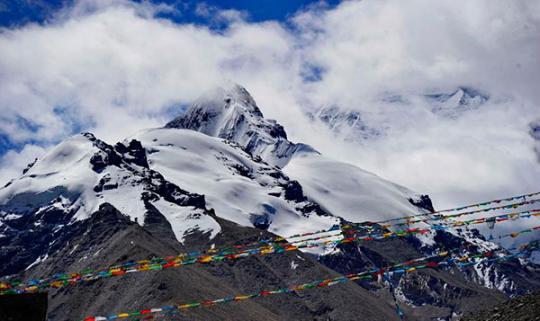 Photo shows the beautiful scenery of Mount Qomolangma. [Photo/Xinhua]