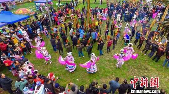 廣西大苗山舉行傳統坡會 苗妹展風情--中新網廣西新聞