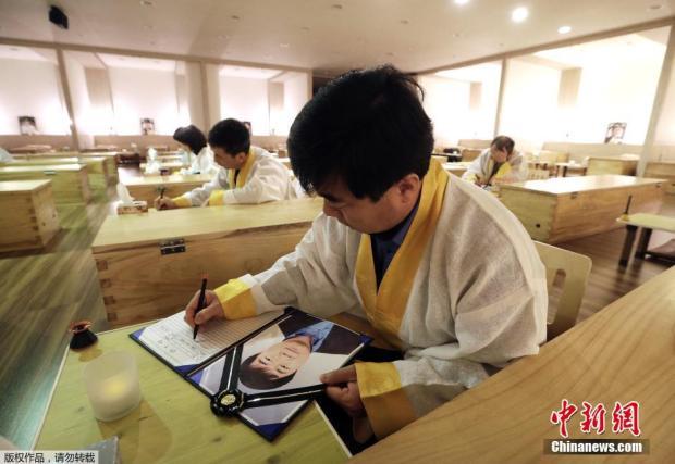 """走进韩国""""死亡""""治疗中心 体验者写遗书泣不成声"""