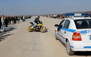 【Instreet】飞摩横行霸道挑战警车 吓得不要不要的Motorcycle Stunters VS. Cops Compilation - FNF