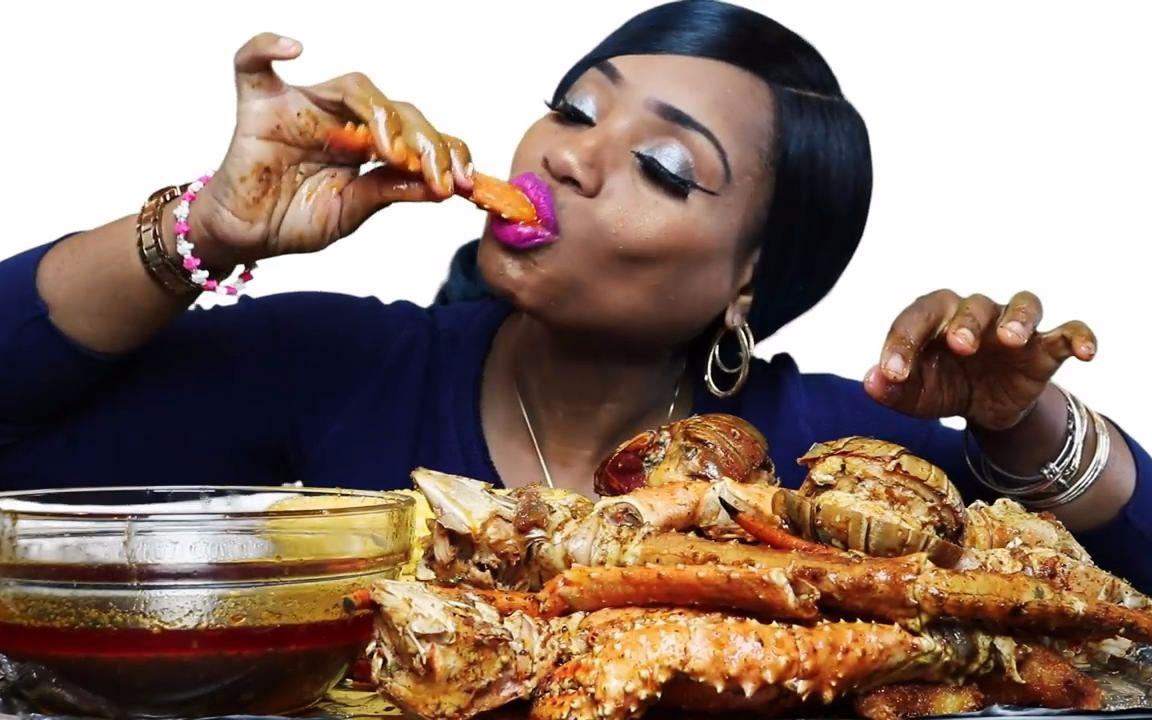 【吃蟹show】簡單粗暴的吃蟹阿姨吃香辣帝王蟹足 龍蝦尾~_美食圈_生活_bilibili_嗶哩嗶哩