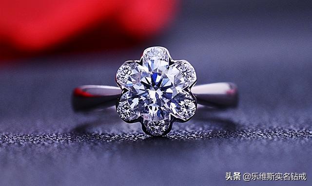 訂婚戒指多少錢。買一對預算多少。哪個品牌的婚戒好 - 每日頭條