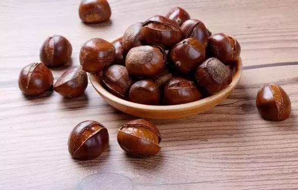 秋天吃栗子。9個好處堪比吃藥 - 每日頭條