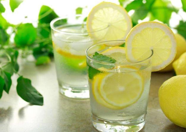 經常喝檸檬水有8大功效和作用。有3類人不宜喝檸檬水! - 每日頭條