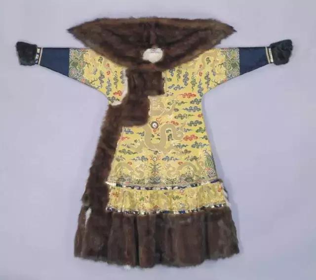 皇帝的龍袍。最奢華的行裝! - 每日頭條