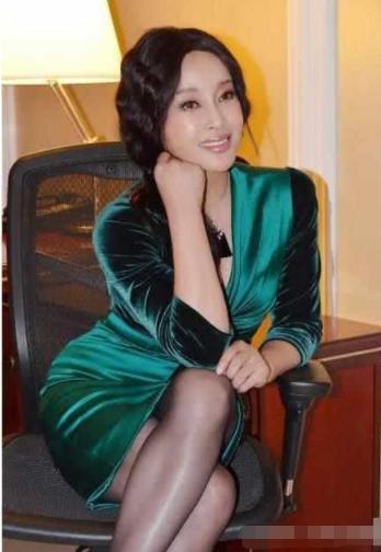 關之琳一生緋聞不斷,劉曉慶有過4個男人,而她結8次離8次! - 每日頭條