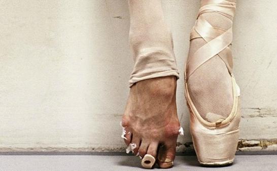 《我們來了》看到芭蕾舞者的腳,心疼劉詩詩!她曾被狠批腿難看! - 每日頭條