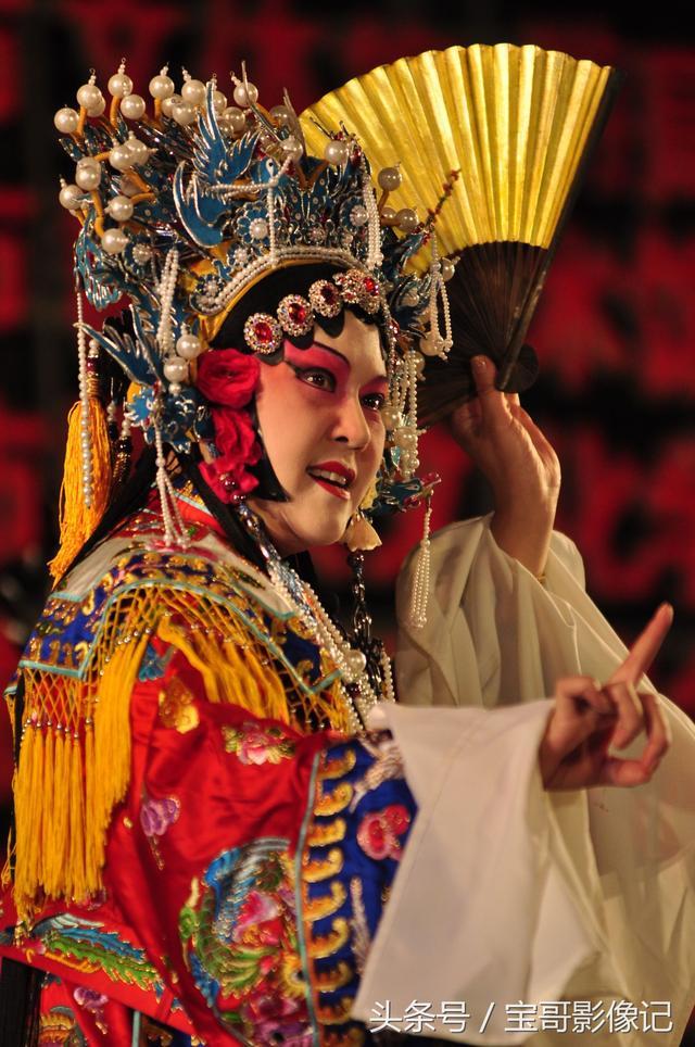 京劇《貴妃醉酒》喝的不是青島啤酒或女兒紅 最後一張圖有意思 - 每日頭條