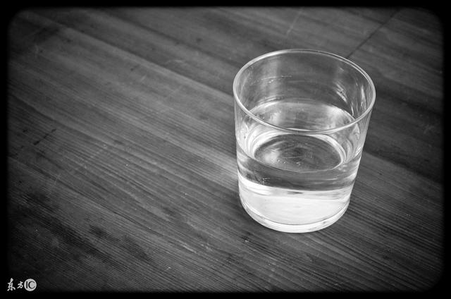 隔夜的涼白開還能喝嗎?營養師向大家說了一句真話 - 每日頭條