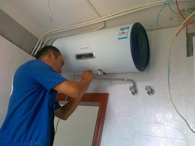 家裡要選擇熱水器的。來聽下老電工怎麼說。我現在都後悔了 - 每日頭條