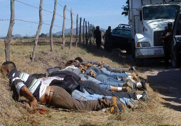 直擊:無比囂張的墨西哥黑幫,被繳獲的武器可以裝備一隻軍隊 - 每日頭條