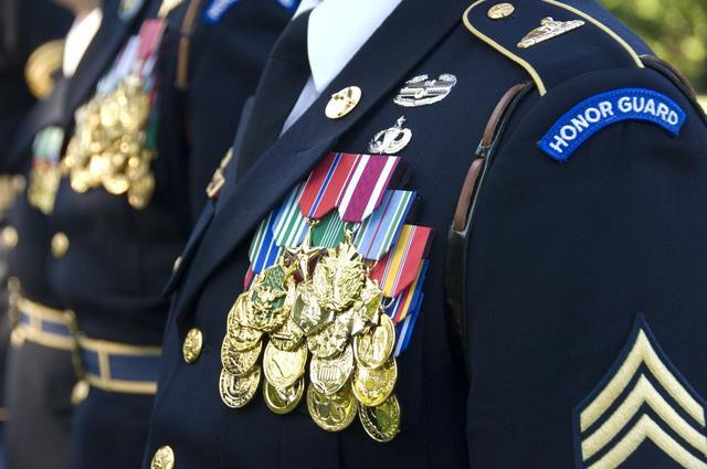美軍軍服上的各色徽章都是什麼意思?每個都代表了一種技能! - 每日頭條