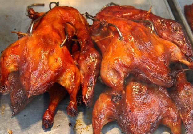 一天賣200多隻烤雞攤子只做晚上 5點出攤 不到7點就賣光 - 每日頭條