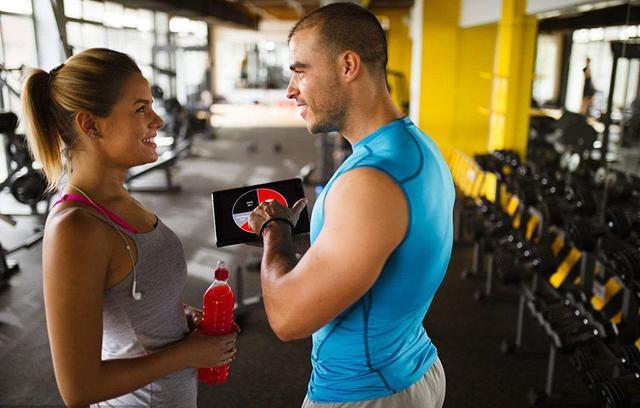 伏地挺身和仰臥起坐能練出肌肉嗎?健身達人們都是怎麼訓練的? - 每日頭條