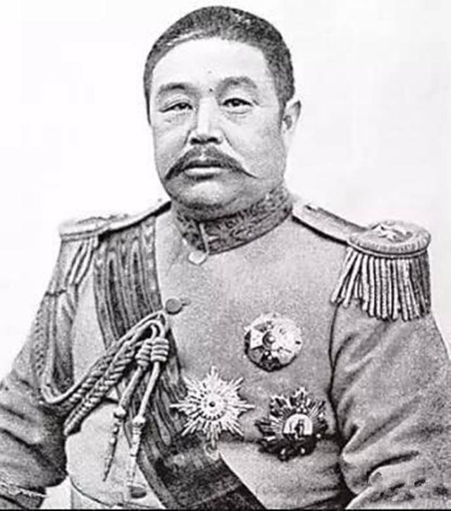 難得一見的民國總統戎裝照片 能看出哪一個是馮鞏的曾祖父嗎? - 每日頭條
