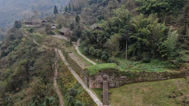 貴州遵義海龍屯。中國乃至亞洲保存完好的中世紀城堡遺址 - 每日頭條