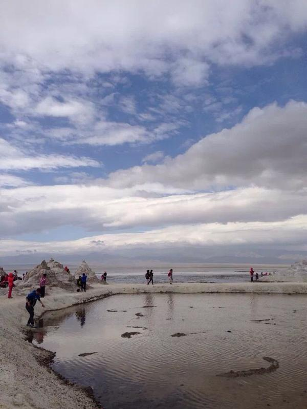 青海茶卡鹽湖:鹽儲量夠十幾億人吃70年,總面積105平方公里,每天清理12噸鞋套垃圾!可真相卻是…… | 尋夢新聞