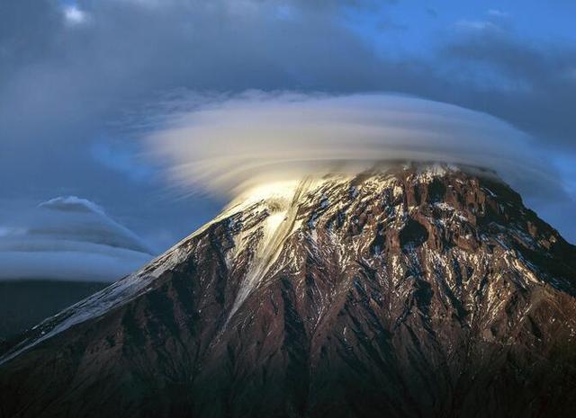 俄羅斯堪察加半島莢狀雲外形似UFO的景觀 - 每日頭條