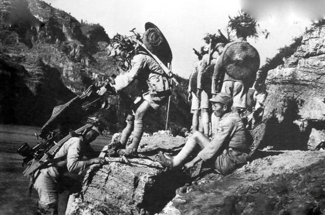 直擊:350川軍出川,64萬壯烈殉國居全國之首,死字旗讓人落淚 - 每日頭條