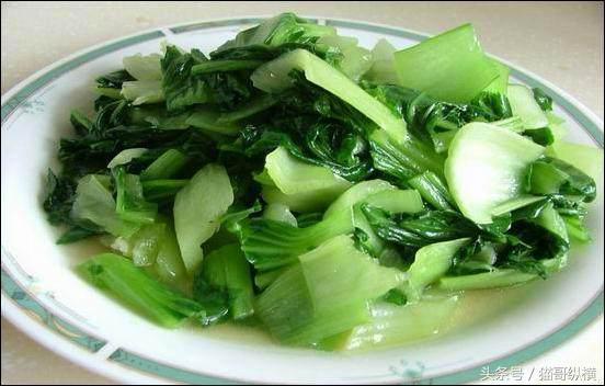 如何讓炒出的青菜既營養美味。顏色又不黃呢?用這幾個小技巧吧! - 每日頭條