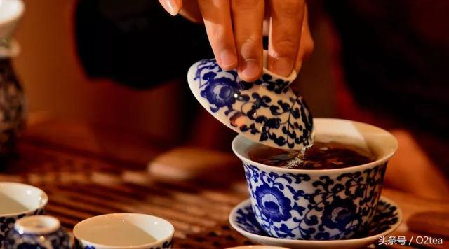 如何使用蓋碗泡茶能不被燙手? - 每日頭條