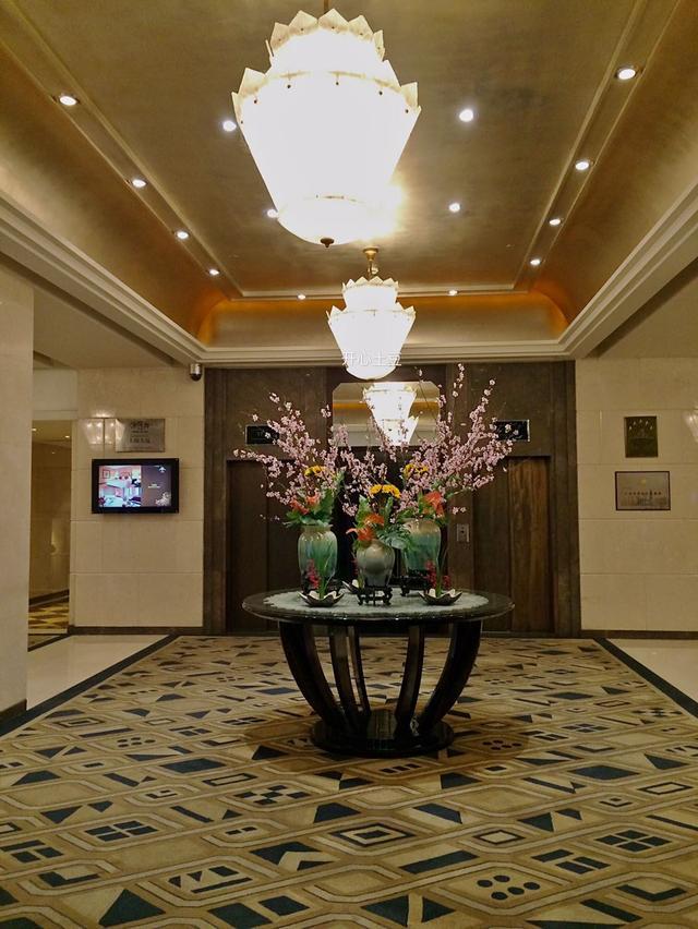 在接待過百餘位各國領導人的上海大廈吃自助晚餐是怎樣一種體驗? - 每日頭條