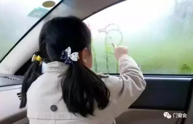 你家門窗玻璃為什麼會結露?怎麼處理? - 每日頭條