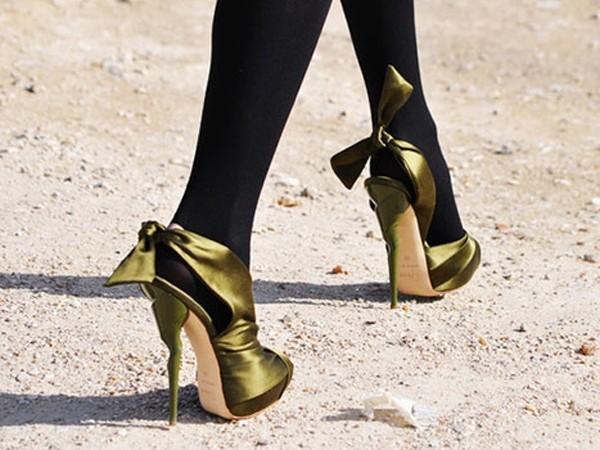 專家解讀:迷戀尖頭高跟鞋當心拇指外翻-女性健康-健康 - 每日頭條