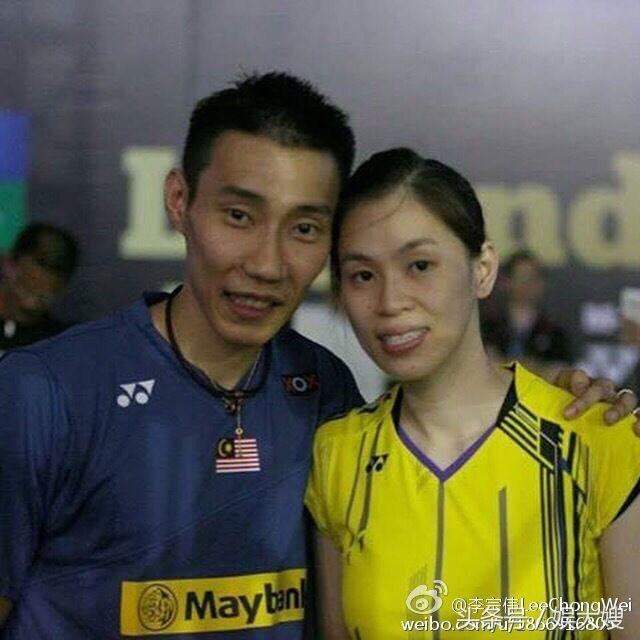 李宗偉與妻子黃妙珠及兩個兒子近照,李宗偉和黃妙珠在馬來西亞少年隊第一次相遇 ...