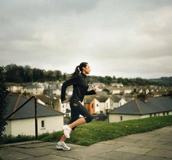 跑步減肥你做對了嗎?深蹲鍛鍊提升腳力不傷膝關節 - 每日頭條