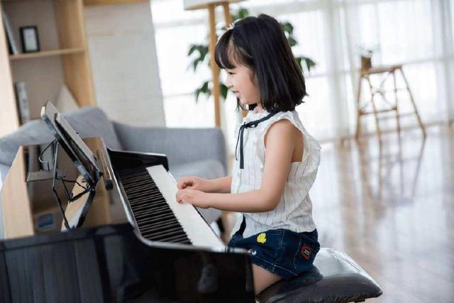 讓孩子學琴。又怕孩子半途而廢?三點乾貨教你如何培養孩子彈琴! - 每日頭條