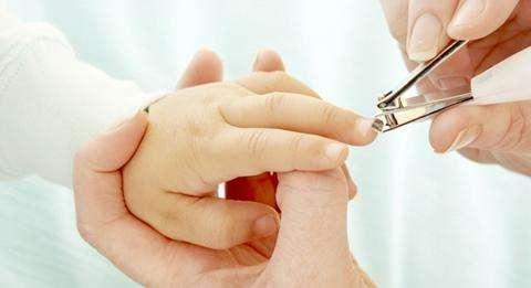 給新生嬰兒剪指甲要注意什麼 - 每日頭條