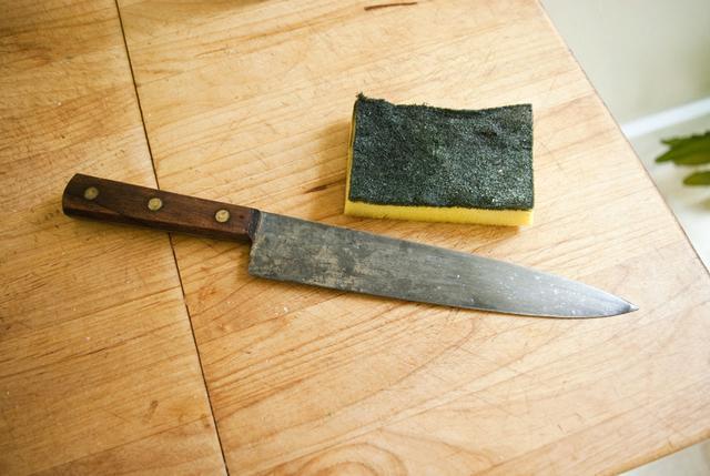 想要家裡的菜刀不生鏽。不僅得學會養護刀具還得會挑 - 每日頭條