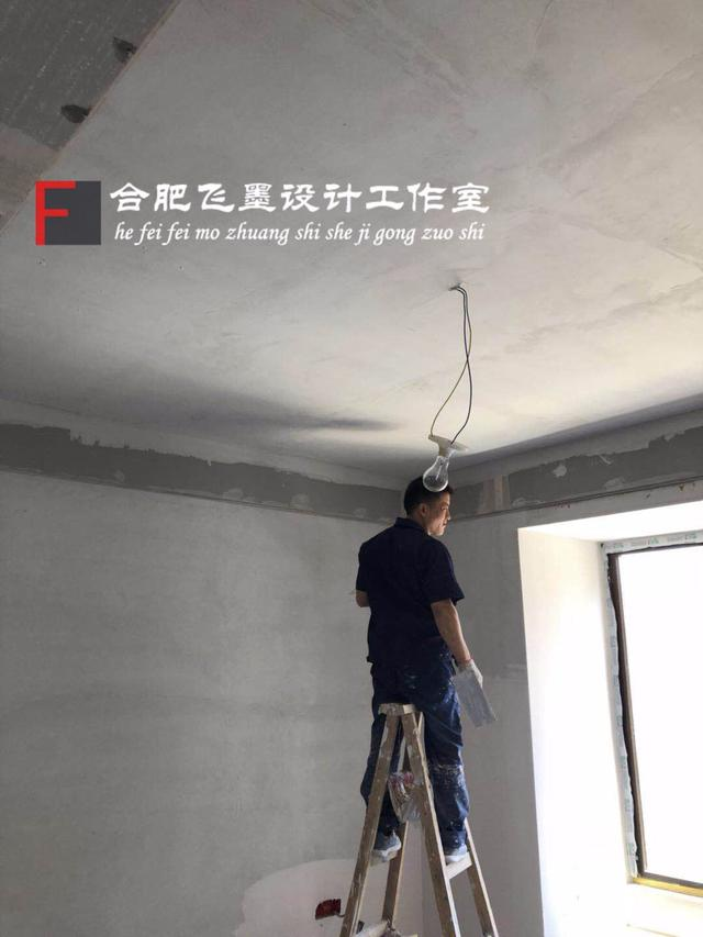 水泥牆上能直接貼壁紙嗎?這步一定不能少。小心碰一下全掉完 - 每日頭條