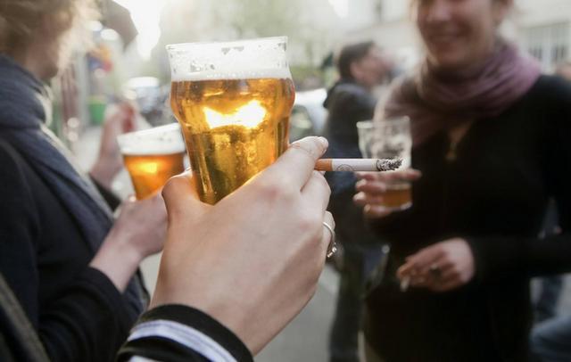 口腔潰瘍老不好。未必是上火。警惕舌癌。抽菸喝酒人群更需注意! - 每日頭條