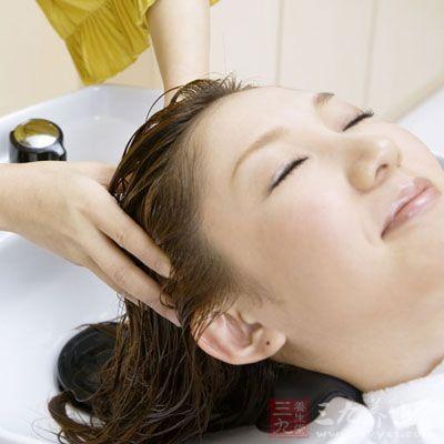 洗頭的頻率 夏天多久洗一次頭 - 每日頭條