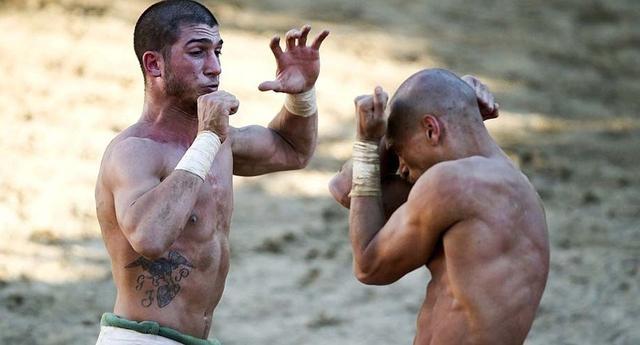 暴力的義大利古典球賽,鐵拳,廝打沒有規則就是規則 - 每日頭條