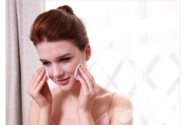 化妝水的作用是什麼 這些誤區很多人還在犯哦! - 每日頭條