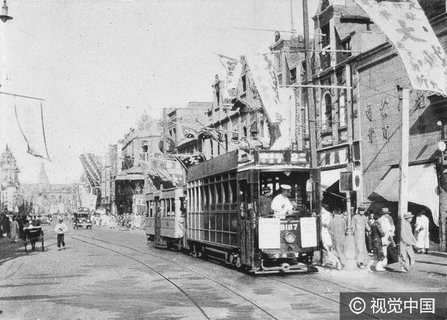 有軌電車在路上已經diang diang地跑了一百多年了 - 每日頭條