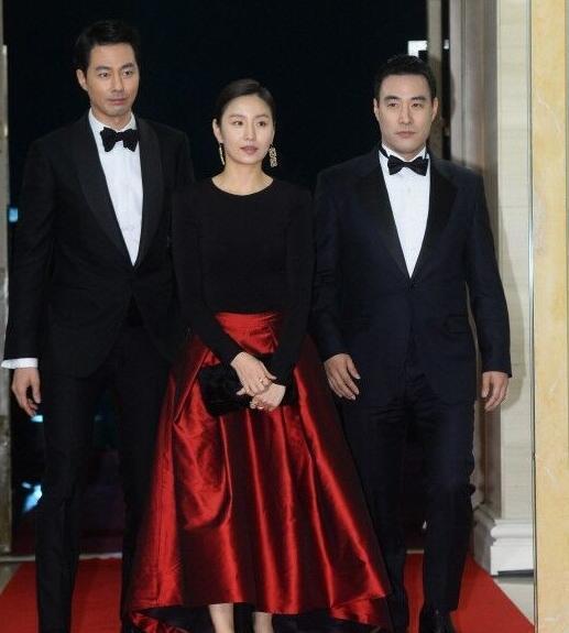 眾韓星出席青龍獎紅毯 黑白風最盛行 - 每日頭條