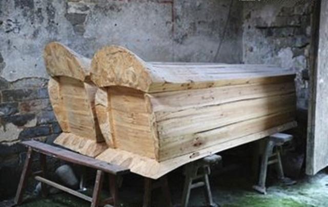 棺材禁忌:挑選棺材有什麼講究,紅色和黑色的有什麼不同? - 每日頭條