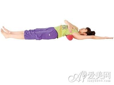 用骨盆枕矯正骨盆 瘦腹又豐胸 僅需5分鐘 - 每日頭條