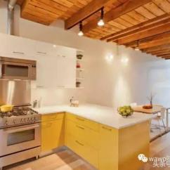 Grey Kitchen Backsplash Heat Lamps 厨房装完发现太单调了 那是因为你不敢大胆用色 每日头条 难道只能把做饭的好心情寄托给白炽灯了吗 当然不是 我们是时候给厨房加一米阳光了 黄色就是活力max的首选 而橱柜 收纳柜 后挡板通通可以成为承载体