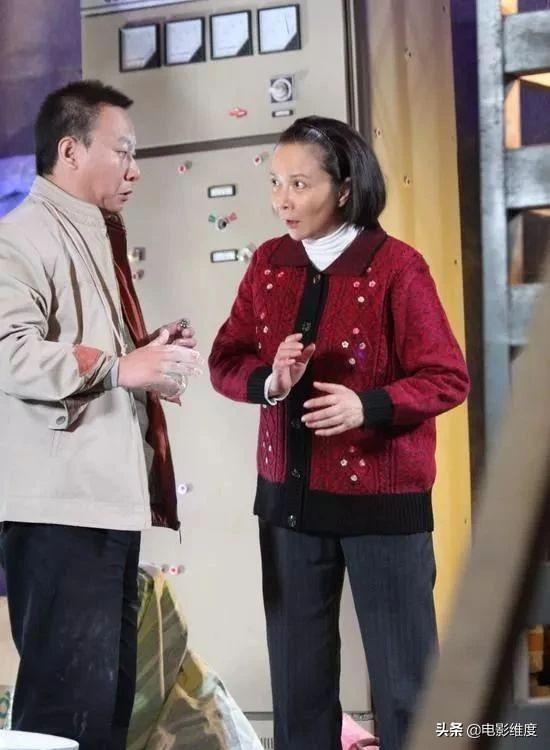 50歲小品演員邵峰。8次登上央視春晚。照顧患病妻子多年不離不棄 - 每日頭條