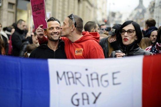 女生向女生求婚|同性戀婚姻合法化在中國可行嗎? - 每日頭條