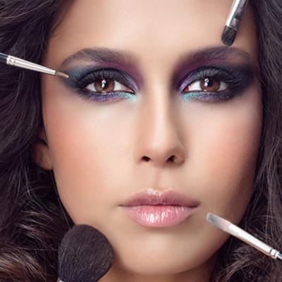 亞麻深頭髮可以畫灰色眉毛嗎?眉毛和頭髮的色彩搭配法則 - 每日頭條