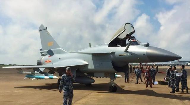 殲10B掛反輻射飛彈出擊,中國空軍已學會出門打人 - 每日頭條