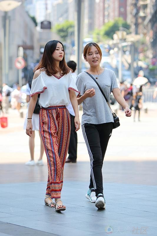 街拍美腿重慶美女出現最多的地方 - 每日頭條