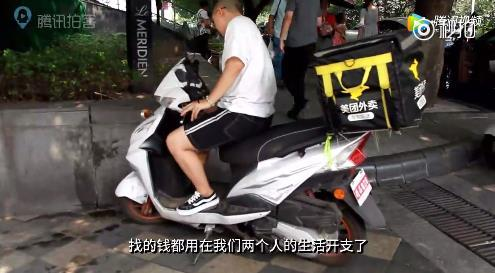 中國好閨蜜:女孩陪白血病閨蜜剃光頭 賺錢為其治病 - 每日頭條