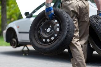 換輪胎時,修車師傅為什麼要同時換掉2條? - 每日頭條